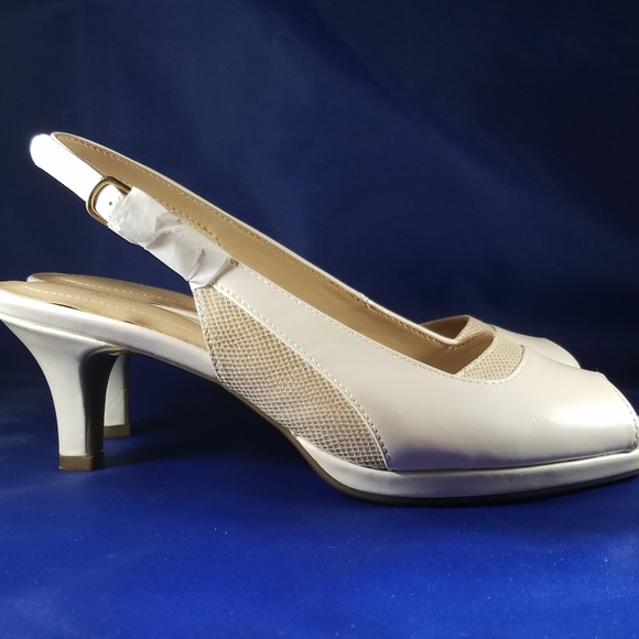 8b98cc369caa2 Naturalizer Shoes | N5 Comfort Pearlesque White Women | Poshmark